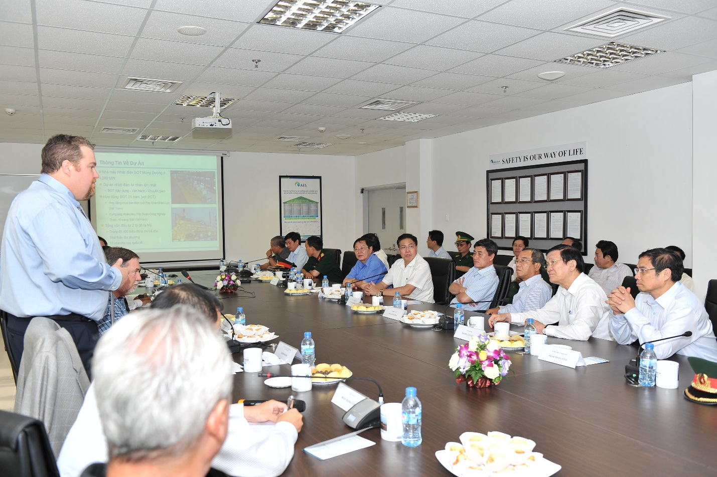 The Managing Director, Mr. David Stone, reported to President Truong Tan Sang on the Project's progress