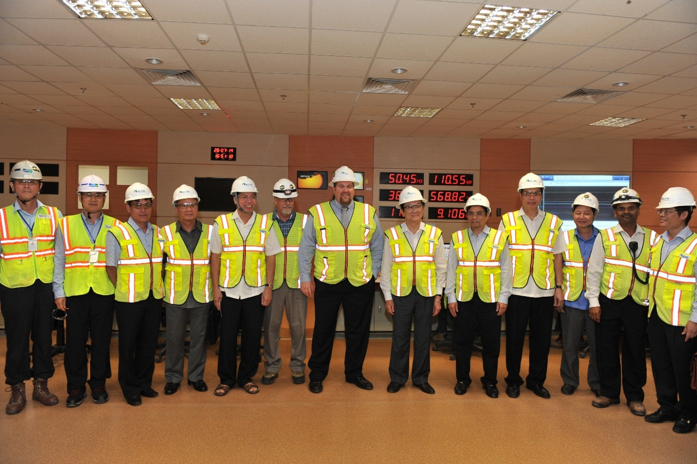 President Truong Tan Sang visited the Central Control Room of the Plant
